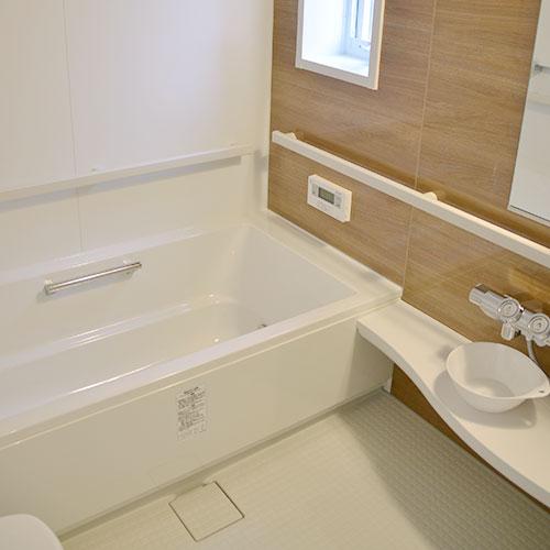 1階トイレ・専用洗面化粧台・バスルーム2