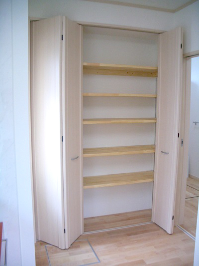 キッチンにあると便利な大容量の収納スペース